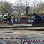 Skulpturengruppe (Fischotter) an der Baumgartenbrücke
